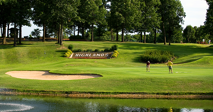 Two people golfing at Highlands Golf Course