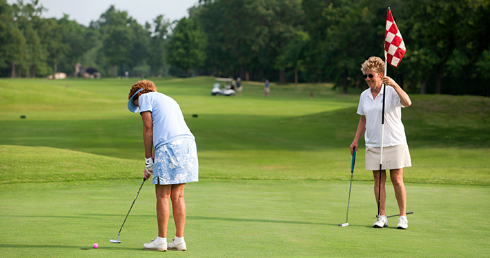 Two women golfing at Highlands Golf Course